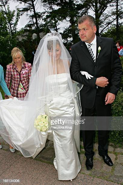 Alexandra Stich Bei Ihrer Kirchlichen Hochzeit Von Stich In Der St Severin Kirche In Keitum Auf Sylt Am 110605