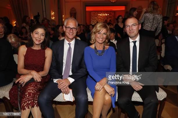 Alexandra von Rehlingen Stephan Isenberg Dagmar Woehrl and Oliver Goessler during the 'Die Europa' award to women entrepreneurs hosted by the Club of...