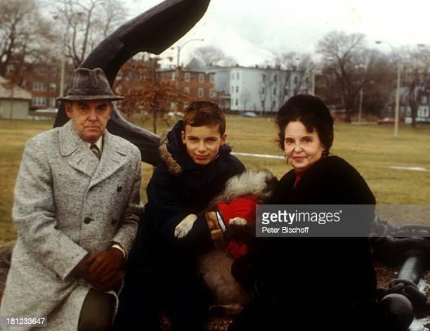 Alexandras Ehemann Nicholas NefedovAlexander Nefedov Lidia Nikdski Boston/Amerika/USA Denkmal Statue Promis Prominenter Prominente