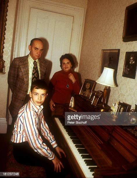 Alexandras Ehemann Nicholas NefedovAlexander Nefedov Lidia Nikdski Boston/Amerika/USA Klavier Musikinstrument Promis Prominenter Prominente