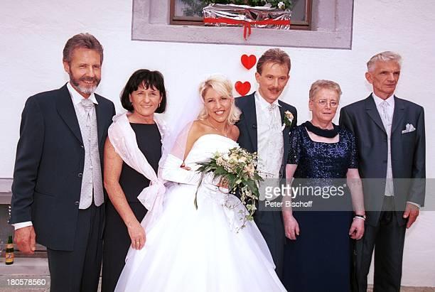 Alexandras Eltern Joseph und Elisabeth Alexandra Hofmann Ehemann Dietmar Dietmars Eltern Zita und Franz Hochzeit von Alexandra Hofmann Kirche...