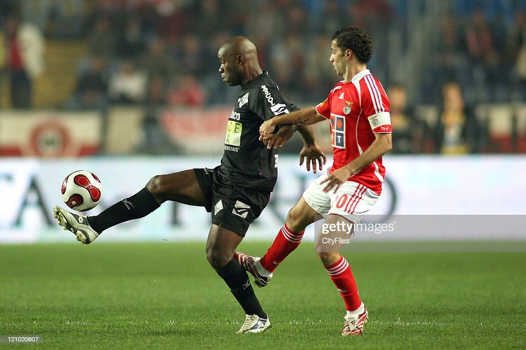 Alexandre and Simao Sabrosa during the Portuguese Bwin League match between Academica de Coimbra and Benfica, January 15, 2007.
