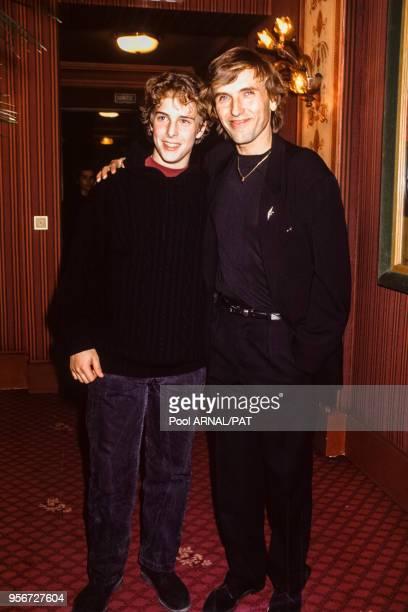 Alexandre Arcady et son fils à la 1ère de 'Pour Sacha' à Paris en mars 1991 France