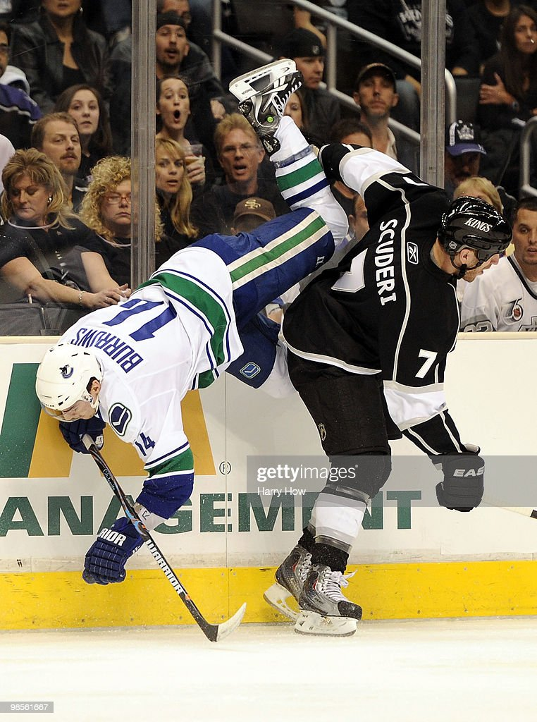 Vancouver Canucks v Los Angeles Kings - Game Three : News Photo