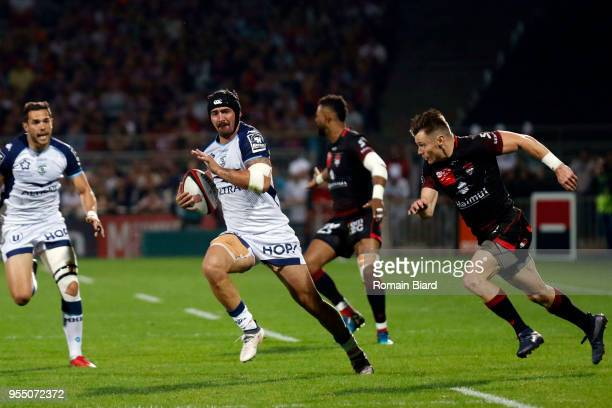Alexandre Dumoulin of Montpellier and Toby Carter Arnold of Lyon during the French Top 14 match between Lyon OU and Montpellier at Gerland Stadium on...