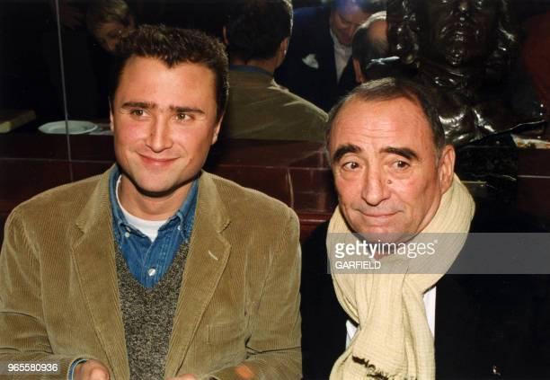 Alexandre et Claude Brasseur le 17 décembre 1999 à Paris France