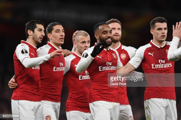 Alexandre Lacazette celebrates scoring Arsenal's 4th goal his 2nd with Henrikh Mkhitaryan Hector Bellerin Jack Wilshere and Granit Xhaka during the...