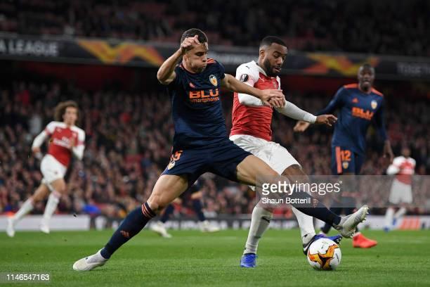 Alexandre Lacazette of Arsenal battles with Gabriel Paulista of Valencia aduring the UEFA Europa League Semi Final First Leg match between Arsenal...