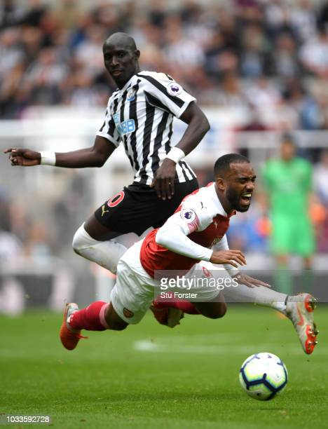 Alexandre Lacazette of Arsenal clashes with Mohamed Diame of Newcastle United during the Premier League match between Newcastle United and Arsenal FC...