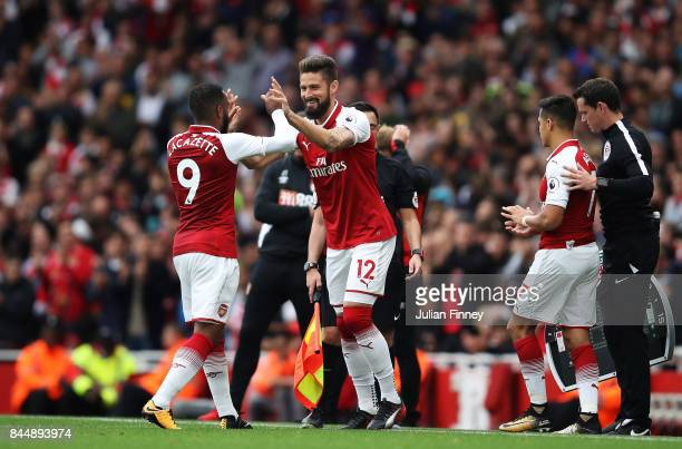 Alexandre Lacazette of Arsenal comes off for Olivier Giroud of Arsenal during the Premier League match between Arsenal and AFC Bournemouth at...