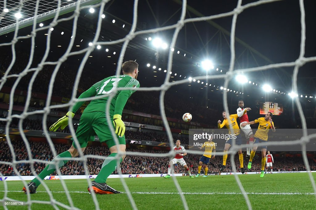Alexandre Lacazette of Arsenal heads his team's goal past Jan Oblak of AtlŽtico Madrid during the UEFA Europa League Semi Final leg one match between Arsenal FC and Atletico Madrid at Emirates Stadium on April 26, 2018 in London, United Kingdom.