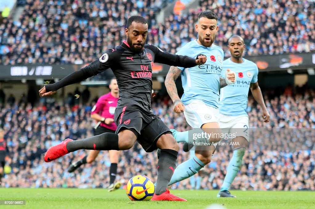 Alexandre Lacazette of Arsenal scores a goal to make the score 2-1 during the Premier League match between Manchester City and Arsenal at Etihad Stadium on November 5, 2017 in Manchester, England.