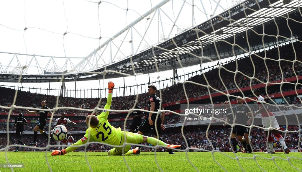 Alexandre Lacazette of Arsenal scores his side's fourth goal past Joe Hart of West Ham United during the Premier League match between Arsenal and West Ham United at Emirates Stadium on April 22, 2018 in London, England.