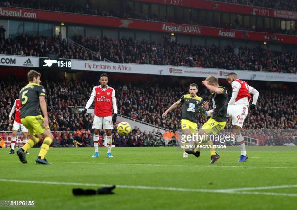 Alexandre Lacazette of Arsenal scores the equalising goal during the Premier League match between Arsenal FC and Southampton FC at Emirates Stadium...