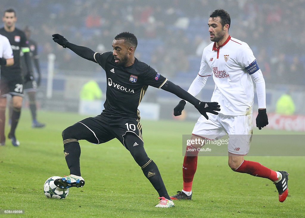 Olympique Lyonnais v Sevilla FC - UEFA Champions League : News Photo