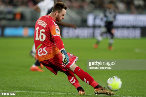 Alexandre Oukidja of Strasbourg in action during the Ligue 1 match between FC Girondins de Bordeaux and Strasbourg at Stade Matmut Atlantique on...