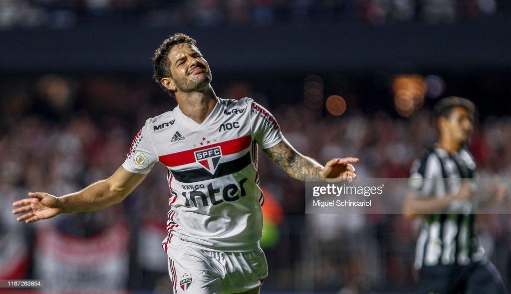 Sao Paulo v Santos - Brasileirao Series A 2019 : News Photo