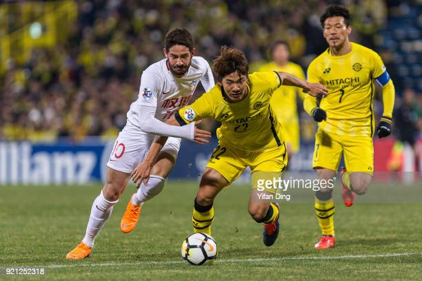 Alexandre Pato of Tianjin Quanjian and Park Jeongsu of Kashiwa Reysol in action during the AFC Champions League match between Kasshiwa Reysol and...