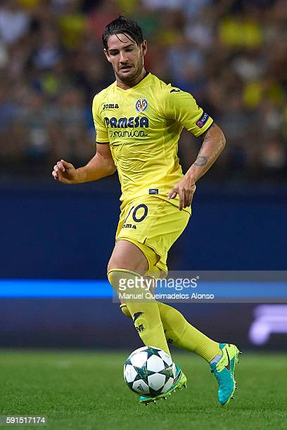 Alexandre Pato of Villarreal in action during the UEFA Champions League playoff first leg match between Villarreal CF and AS Monaco at El Madrigal on...