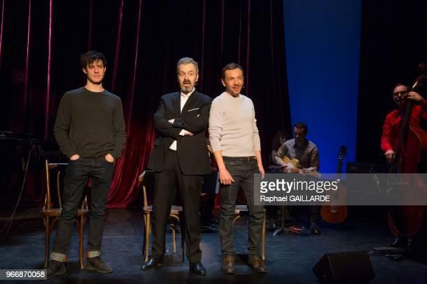 Alexandre Pavloff Serge Bagdassarian et Christophe Montenez de la ComédieFrançaise interprètent la pièce 'Cabaret Léo Ferré' de Léo Ferré mise en...