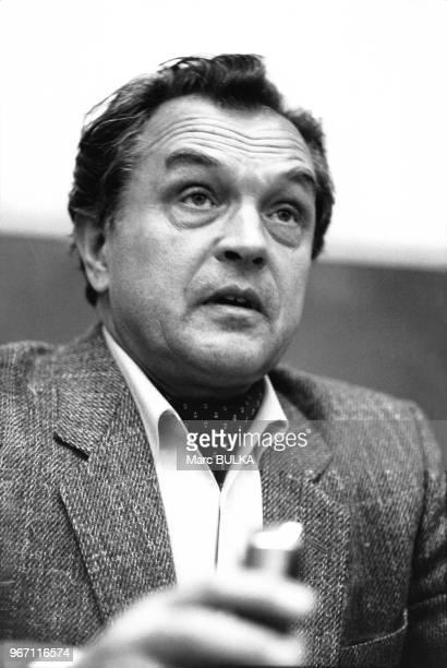 Alexandre Zinoviev est un philosophe logicien écrivain et caricaturiste russe Le 24 mars 1980 à Paris France