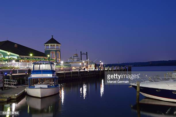 Alexandria (Virginia, US) waterfront at night