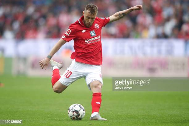 Alexandru Maxim of Mainz controls the ball during the Bundesliga match between 1. FSV Mainz 05 and TSG 1899 Hoffenheim at Opel Arena on May 18, 2019...