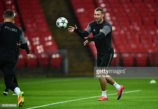 Alexei Berezutskiy of PFC CSKA Moskva warms up during the PFC CSKA Moskva training session at Wembley Stadium on December 6, 2016 in London, England.