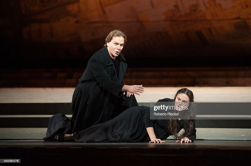 Alexey Markov and Mlada Khudoley of Mariinsky Opera perform during a photocall for 'Les Troyens' at the Edinburgh International Festival at Festival Theatre on August 27, 2014 in Edinburgh, Scotland.