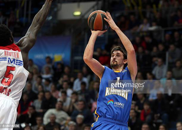 Alexey Shved #1 of Khimki Moscow Region competes with Othello Hunter #5 of Olympiacos Piraeus in action during the 20152016 Turkish Airlines...