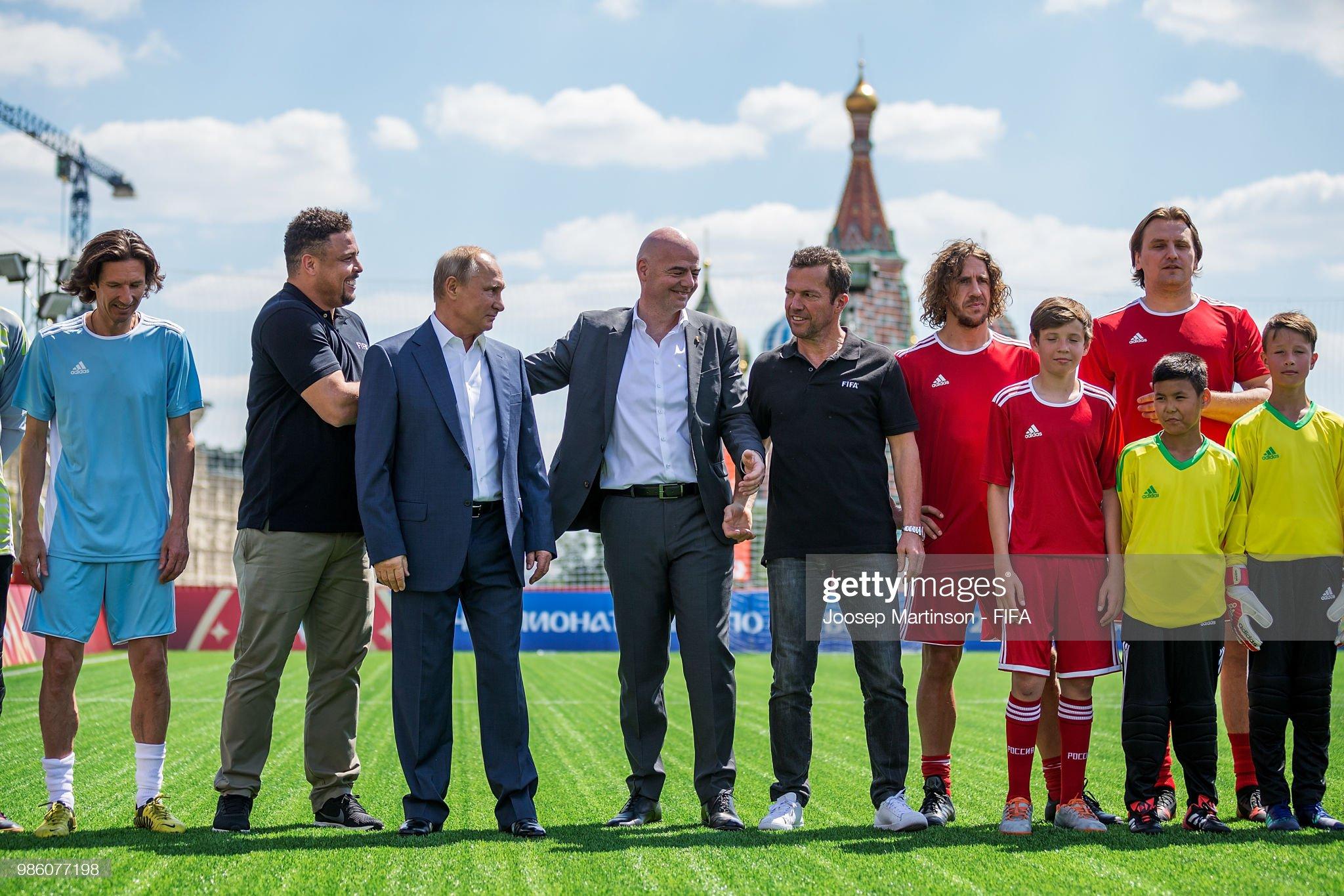 ¿Cuánto mide Carles Puyol? - Altura - Real height - Página 4 Alexey-smertin-ronaldo-vladimir-putin-gianni-infantino-lothar-carles-picture-id986077198?s=2048x2048