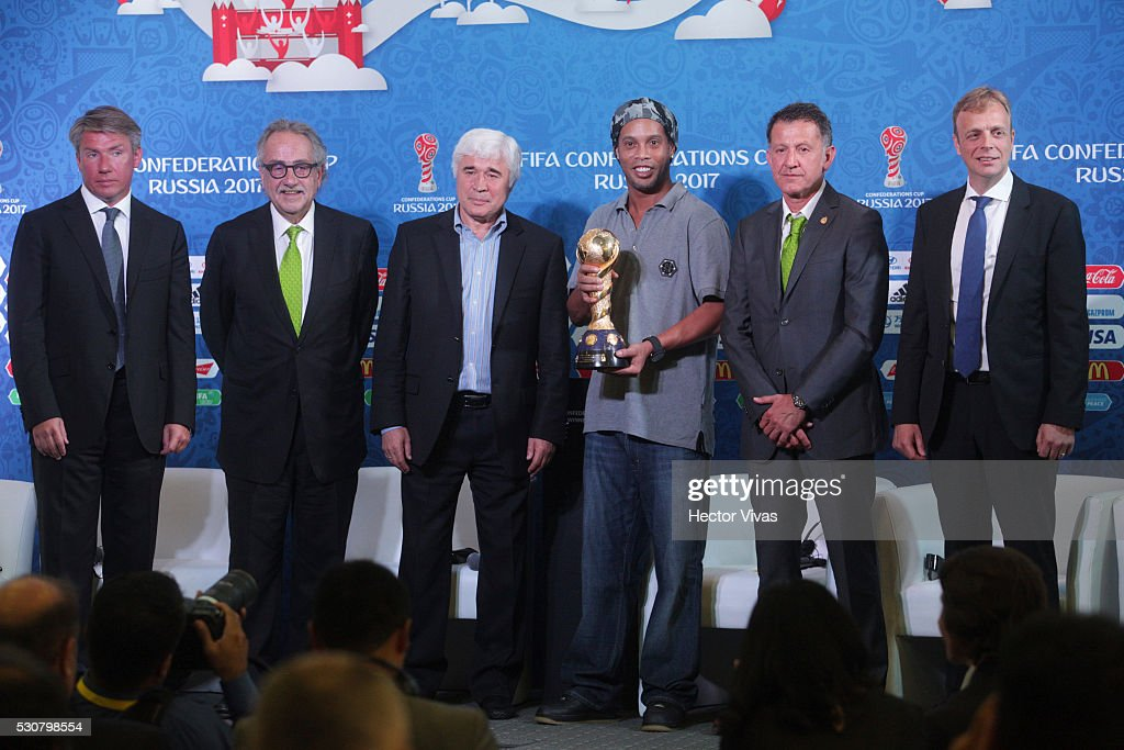 Alexey Sorokin, executive director of the local organizing committee of the FIFA Confederations Cup Russia 2017, Decio de Maria, President of the Mexican Football Federation, Evgeny Lovchev, Former Russian soccer player, Ronaldinho, Juan Carlos Osorio, coach of the Mexican national soccer team and Collin Smith, director of FIFA competitions pose during the FIFA Confederations Media Event at CAR on May 11, 2016 in Mexico City, Mexico.