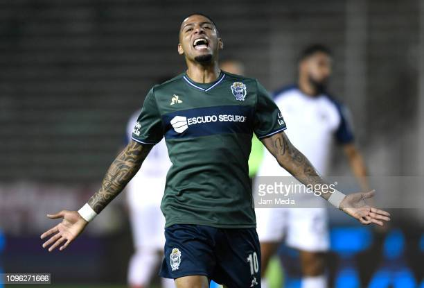 Alexi Gomes of Gimnasia y Esgrima reacts during a friendly match between Independiente and Gimnasia y Esgrima La Plata at Estadio Jose Maria Minella...