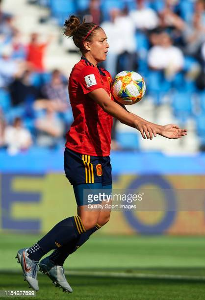 Alexia Putellas of Spain controls the ball during the 2019 FIFA Women's World Cup France group B match between Spain and South Africa at Stade Oceane...