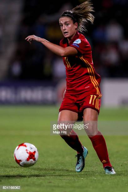 Alexia Putellas of Spain controls the ball during the Group D match between Scotland and Spain during the UEFA Women's Euro 2017 at Stadion De...