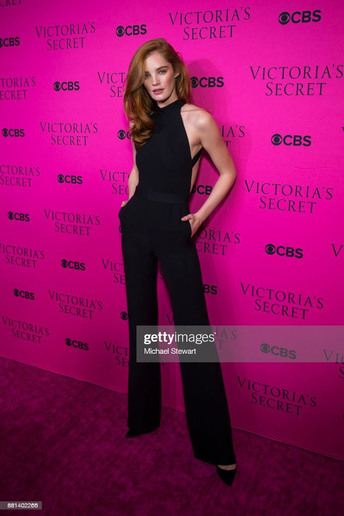 Alexina Graham attends the 2017 Victoria's Secret Fashion Show viewing party pink carpet at Spring Studios on November 28, 2017 in New York City.