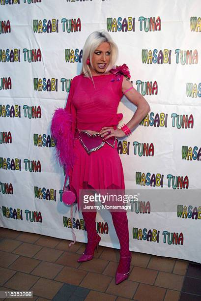 Alexis Arquette during 'Wasabi Tuna' Los Angeles Premiere at Laemmle Sunset 5 Theatre in Hollywood California United States