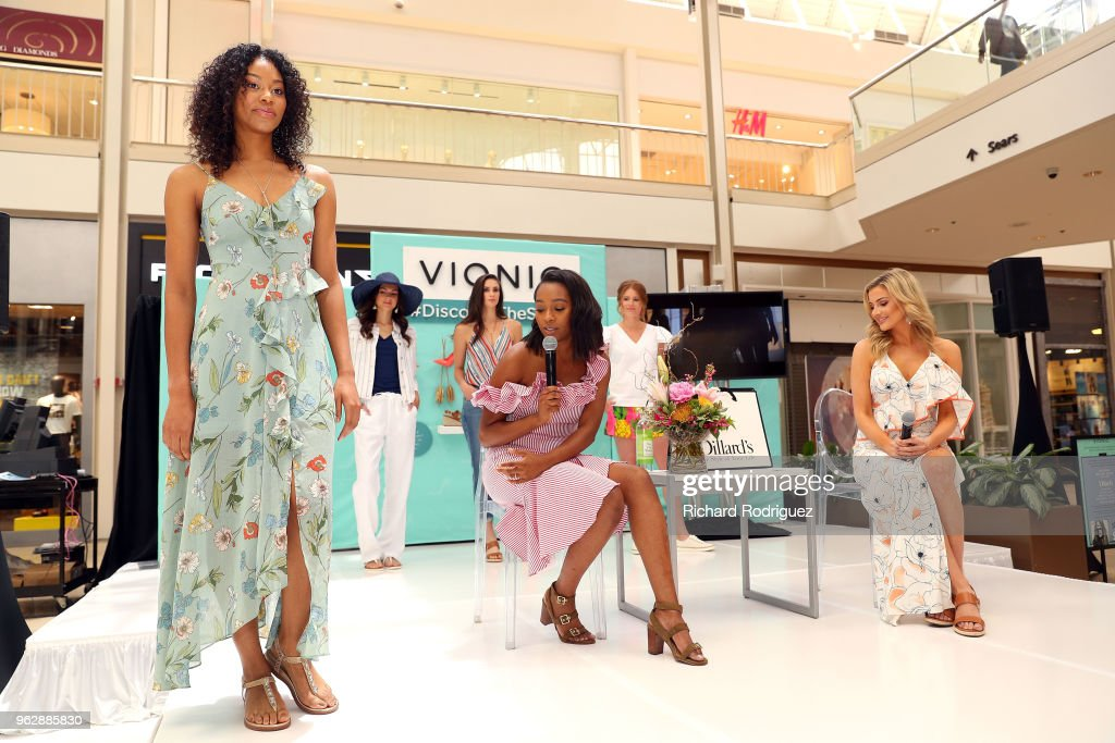 InStyle x Vionic: Secrets to Spring Style : News Photo