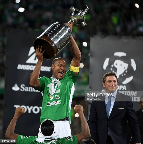 Alexis Henriquez of Atletico Nacional lifts the trophy after a second leg final match between Atletico Nacional and Independiente del Valle as part...