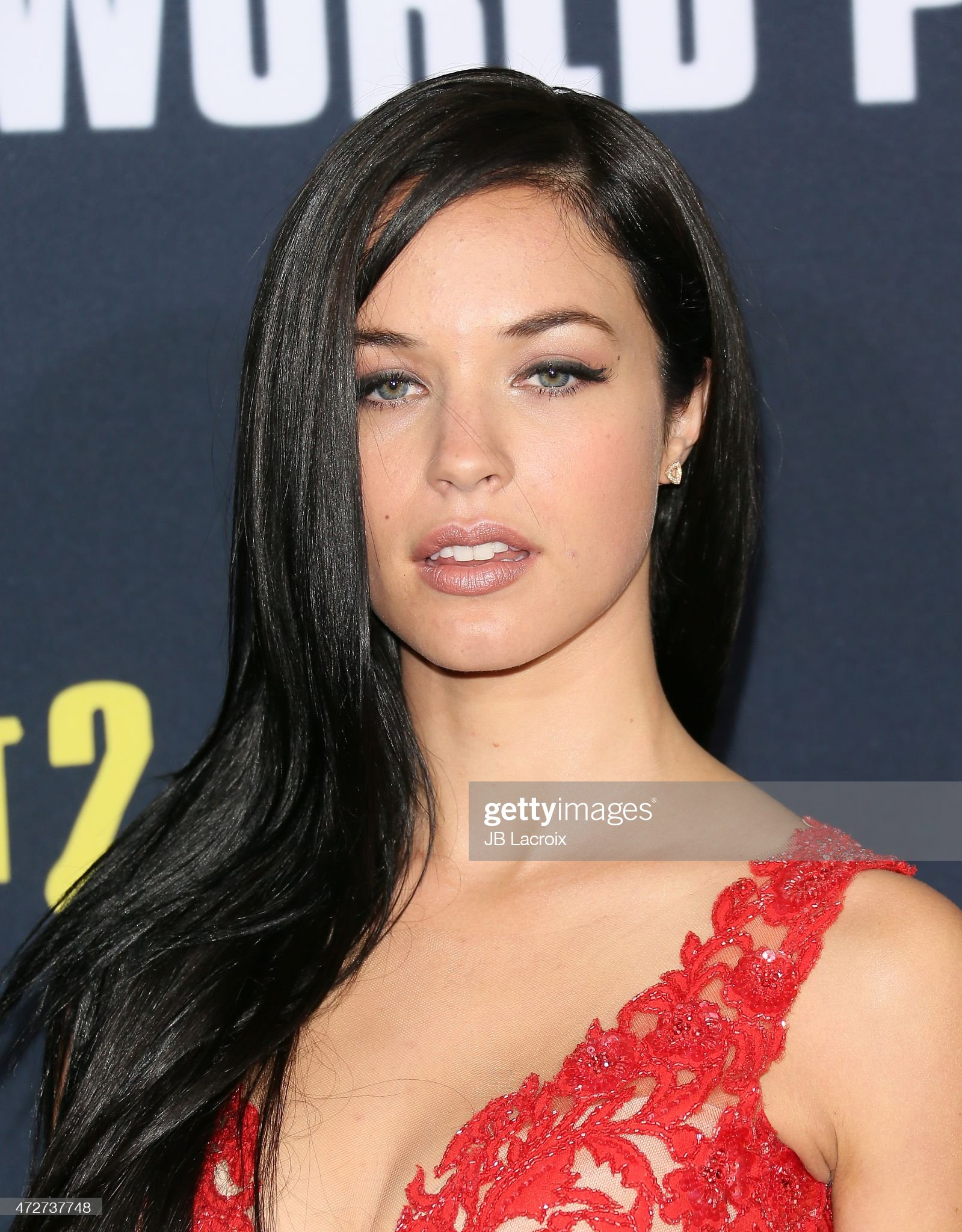 Top 80 Famosas Foroalturas - Página 2 Alexis-knapp-attends-the-pitch-perfect-2-los-angeles-premiere-held-at-picture-id472737748?s=2048x2048
