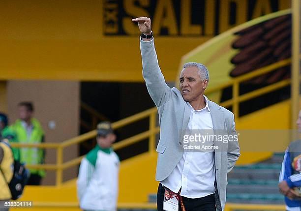 Alexis Mendoza coach of Junior gestures during a second leg match between Millonarios and Junior as part of quarter finals of Liga Aguila I 2016 at...