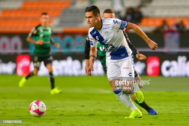 Alexis Peña of Pachuca controls the ball during the 13th round match between Pachuca and Santos Laguna as part of the Torneo Apertura 2018 Liga MX at...