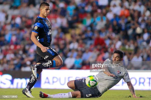 Alexis Perez of Queretaro and Anderson Santamaria of Atlas compete for the ball during the first round match between Queretaro and Atlas as part of...