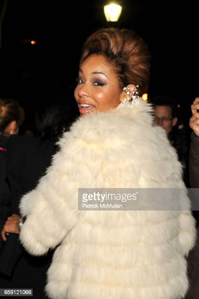 Alexis Pfeiffer attends ZAC POSEN Fall 2009 Collection at The Tent on February 19 2009 in New York