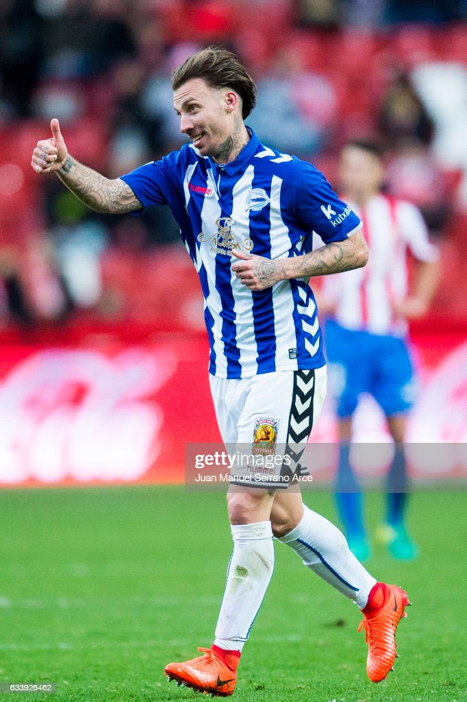 Alexis Ruano of Deportivo Alaves celebrates after scoring his team's fourth goal during the La Liga match between Real Sporting de Gijon and Deportivo Alaves at Estadio El Molinon on February 5, 2017 in Gijon, Spain.