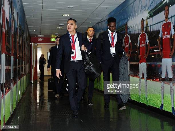 Alexis Sanchez and Danny Welbeck of Arsenal walks to the changingroom before match between Arsenal and Barcelona the UEFA Champions League Round of...