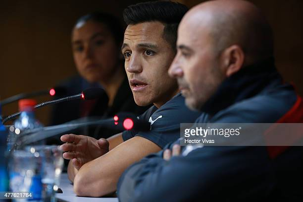 Alexis Sanchez and Jorge Sampaoli coach of Chile talk during a press conference at Nacional Stadium on June 18 2015 in Santiago Chile Chile will face...
