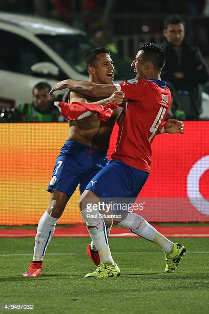 Alexis Sanchez and Mauricio Isla of Chile celebrate after winning the 2015 Copa America Chile Final match between Chile and Argentina at Nacional...