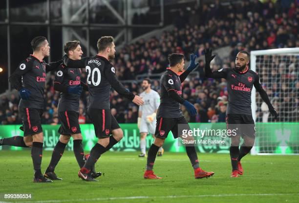 Alexis Sanchez celebrates scoring the 2nd Arsenal goal with Alex Lacazette Granit Xhaka Mesut Ozil and Shkodran Mustafi during the Premier League...