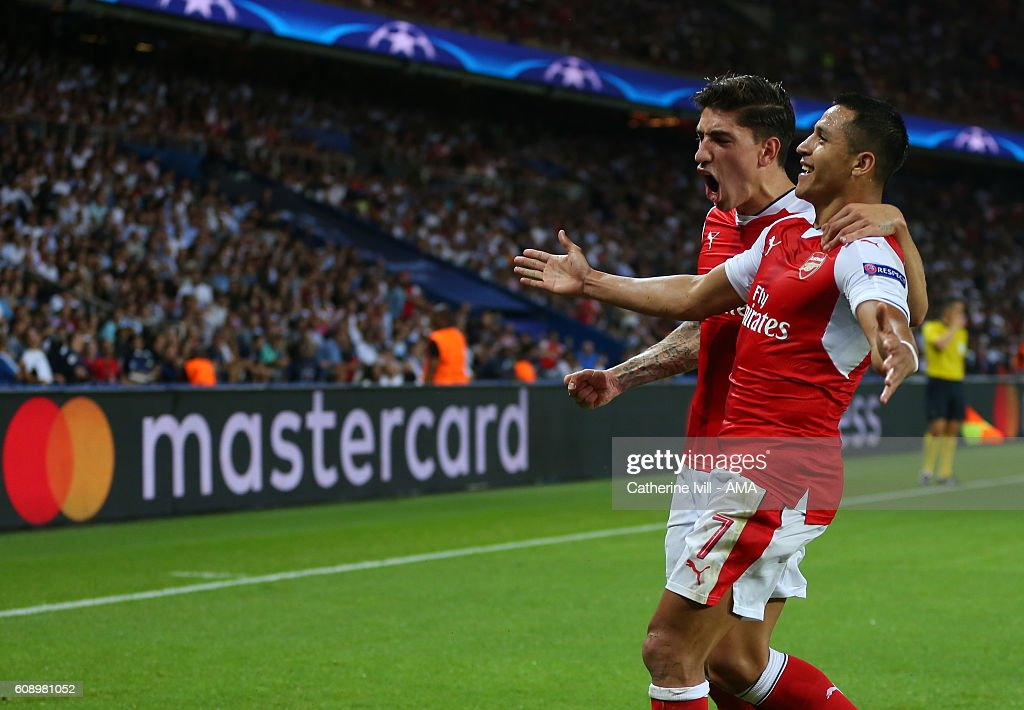 Paris Saint-Germain v Arsenal FC - UEFA Champions League : News Photo